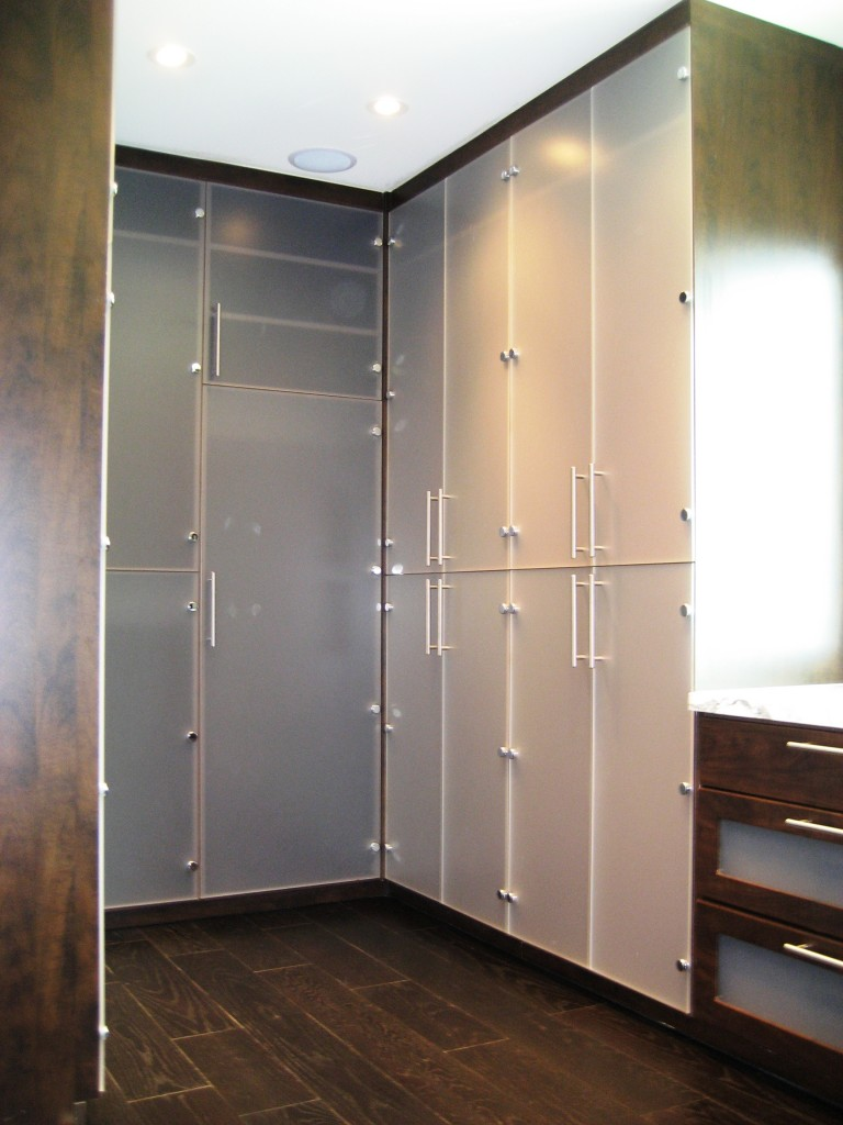 Walk in closets house of closets for Houses with walk in closets